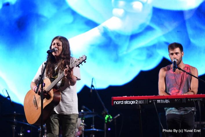 טל רמון וקורין אלאל בעצרת הגאווה. צילום יובל אראל