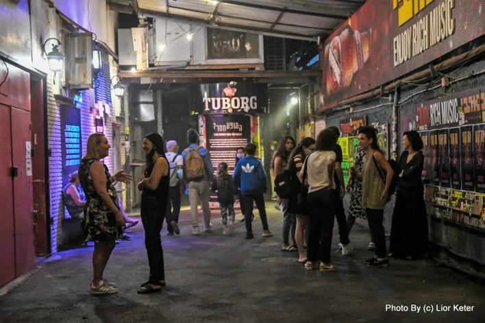 ערב פתיחת התערוכה במועדון בארבי. צילום ליאור כתר