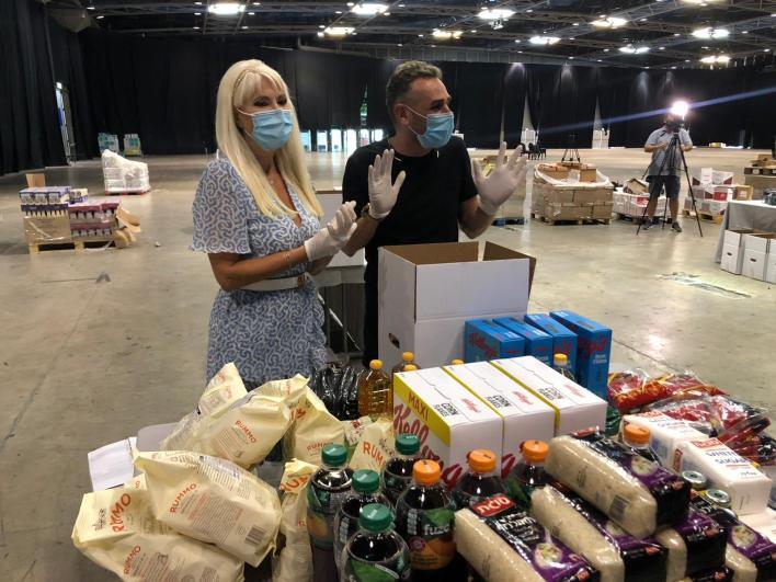 מושיק עפיה ופנינה רונבלום - אמנים מתנדבים בפרויקט חבילות הסיוע לעובדי תעשיית התרבות