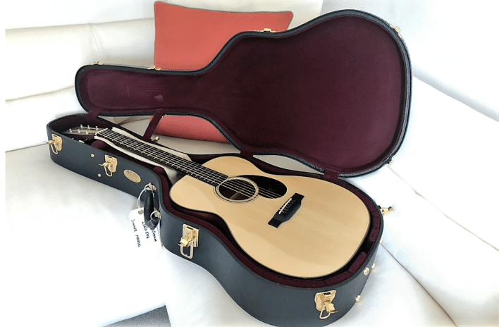 גיטרת מרטין מעוצבת במיוחד של אריק קלפטון