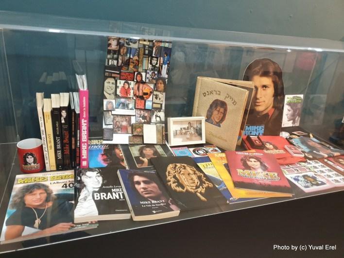 מתוך התערוכה על מייק ברנט בחולון. צילום יובל אראל