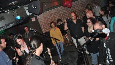 קהל ומוזיקאים באוזןבר, לפני עשר שנים!!!! צילום יובל אראל