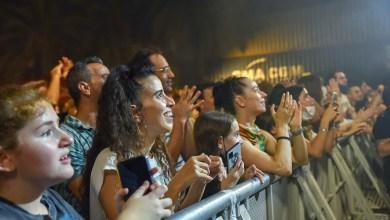ובינתיים בהופעות בתל אביב, לא ממש מקפידים. צילום יובל אראל