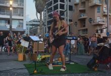 קורל ביסמוט, מופע רחוב, צילום Yossi Souva