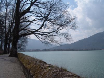 Am Ufer des Tegernsees entlang