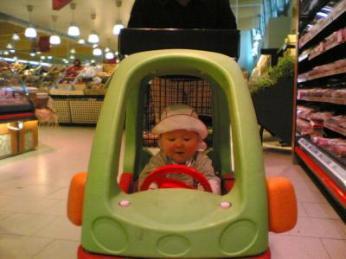 Ich navigiere durch den Supermarkt
