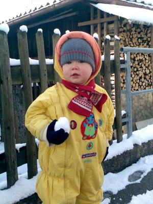 Ein Krümel mit Schneeball
