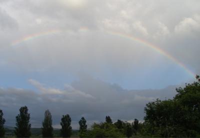 Der ganze Regenbogen ist sichtbar