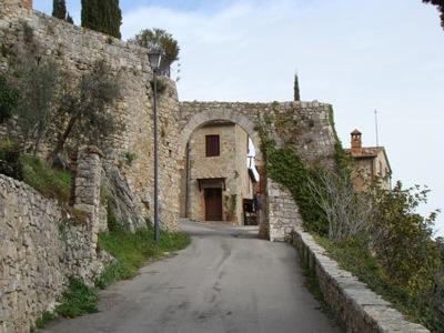 Die Zufahrtsstrasse zu Rocca d'Orcia