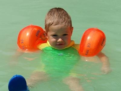 Ich treibe entspannt im Wasser