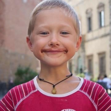Yves è contento dopo aver mangiato un gelato