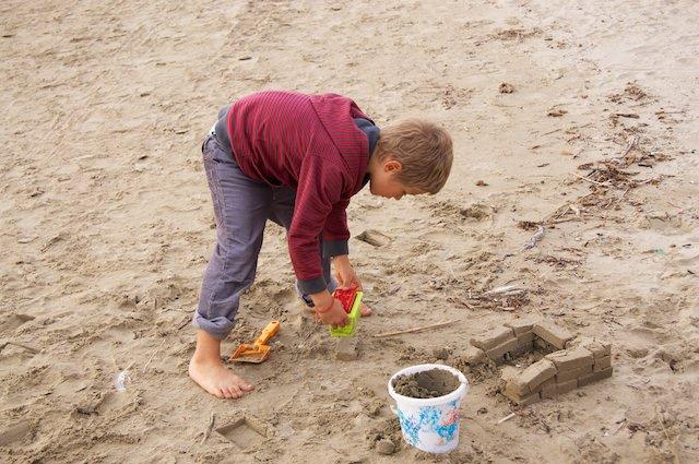 Fonzie gioca alla spiaggia di Follonica