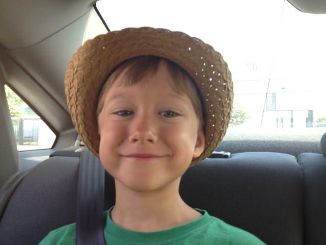 Yves piace il suo cappello nuovo