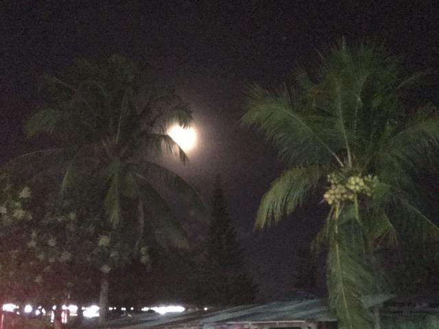 E durante il rientro a casa, ci accompagna la luna piena