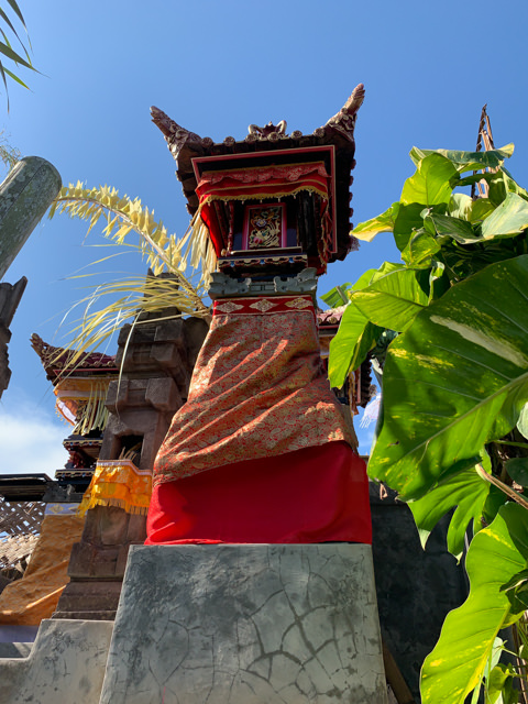 The temple on the roof is decorated, too