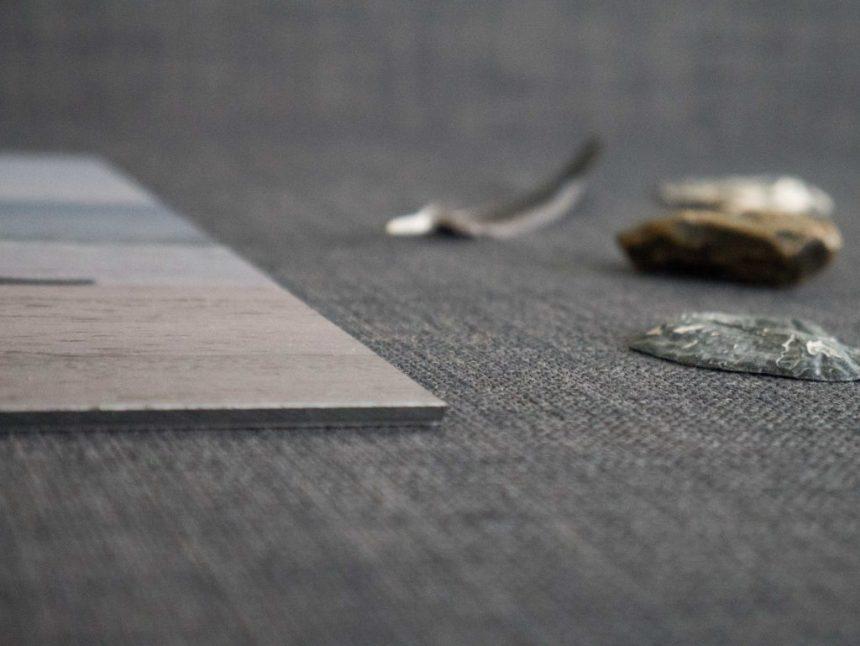 close side view dibond alluminium shels feather print wall decoration fotofabriek