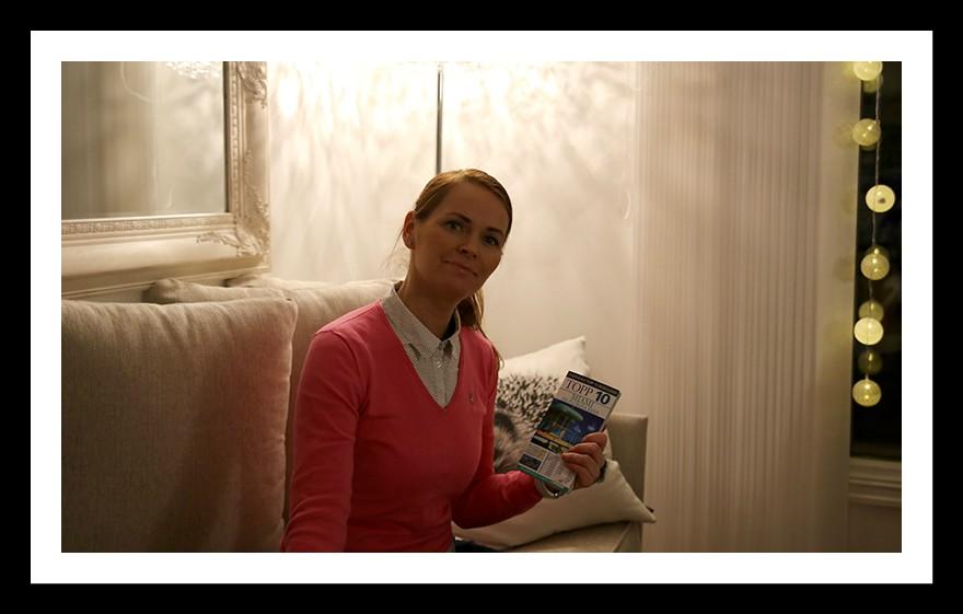 Yvonne med Topp 10 bok over Miami og Florida Keys.