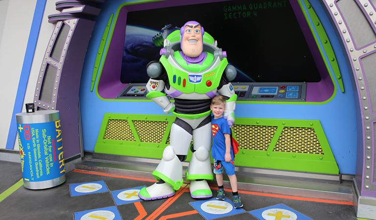 Leander møter Buzz Lightyear.