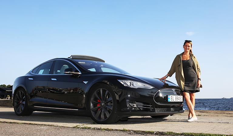 Tesla Model 2 P90D og Yvonne.