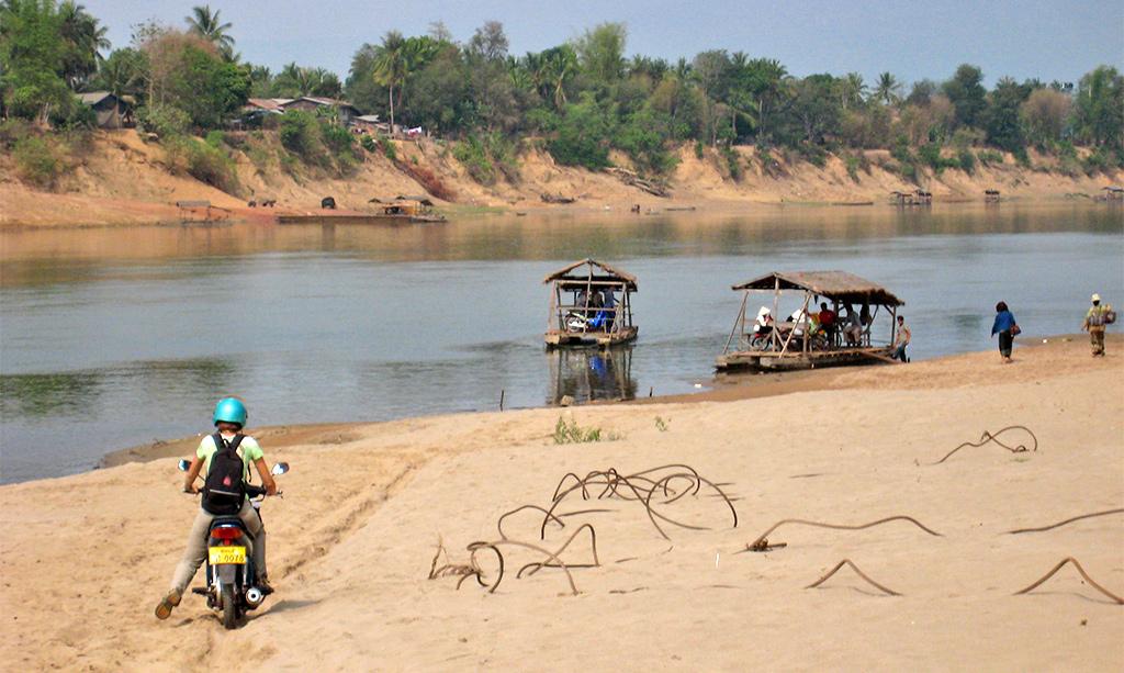 Op de otorbike in Zuid Laos