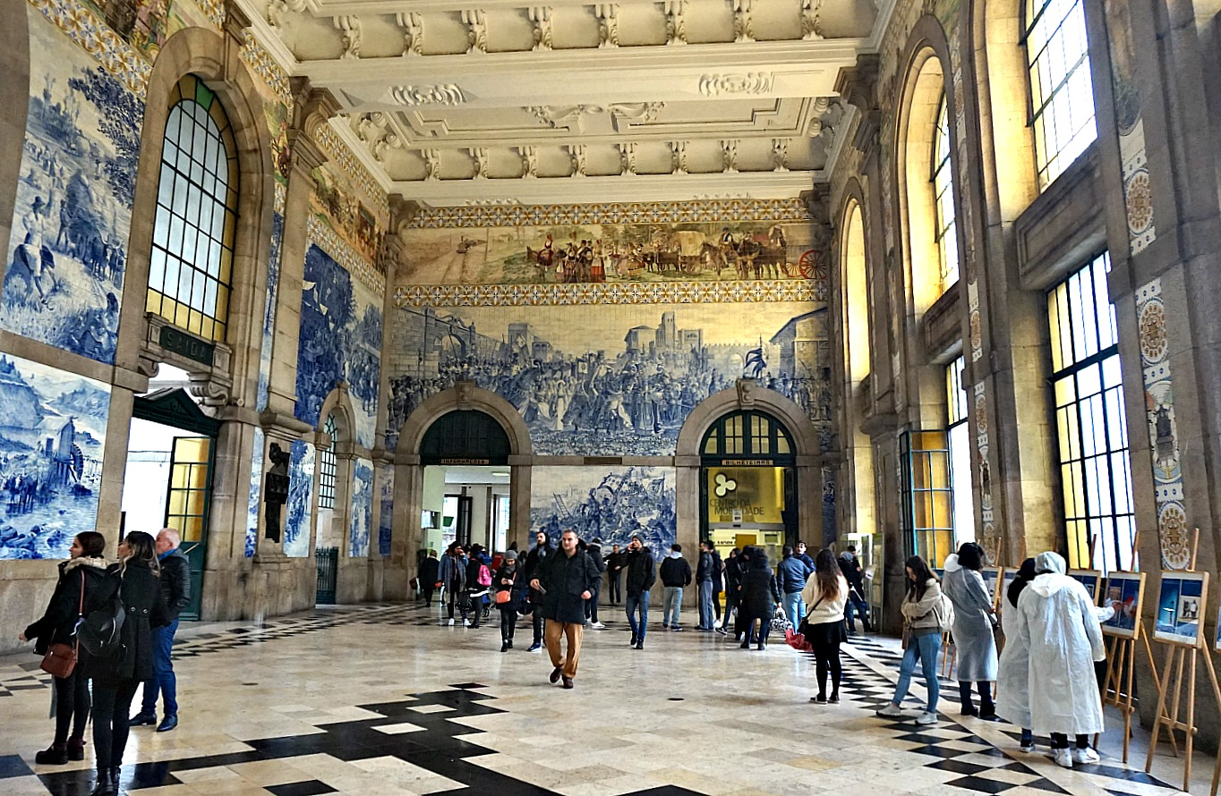 Portugal - one week itinerary. Due to its beautiful tile art, São Bento Railway Station climbed of the top of places to visit in Porto.