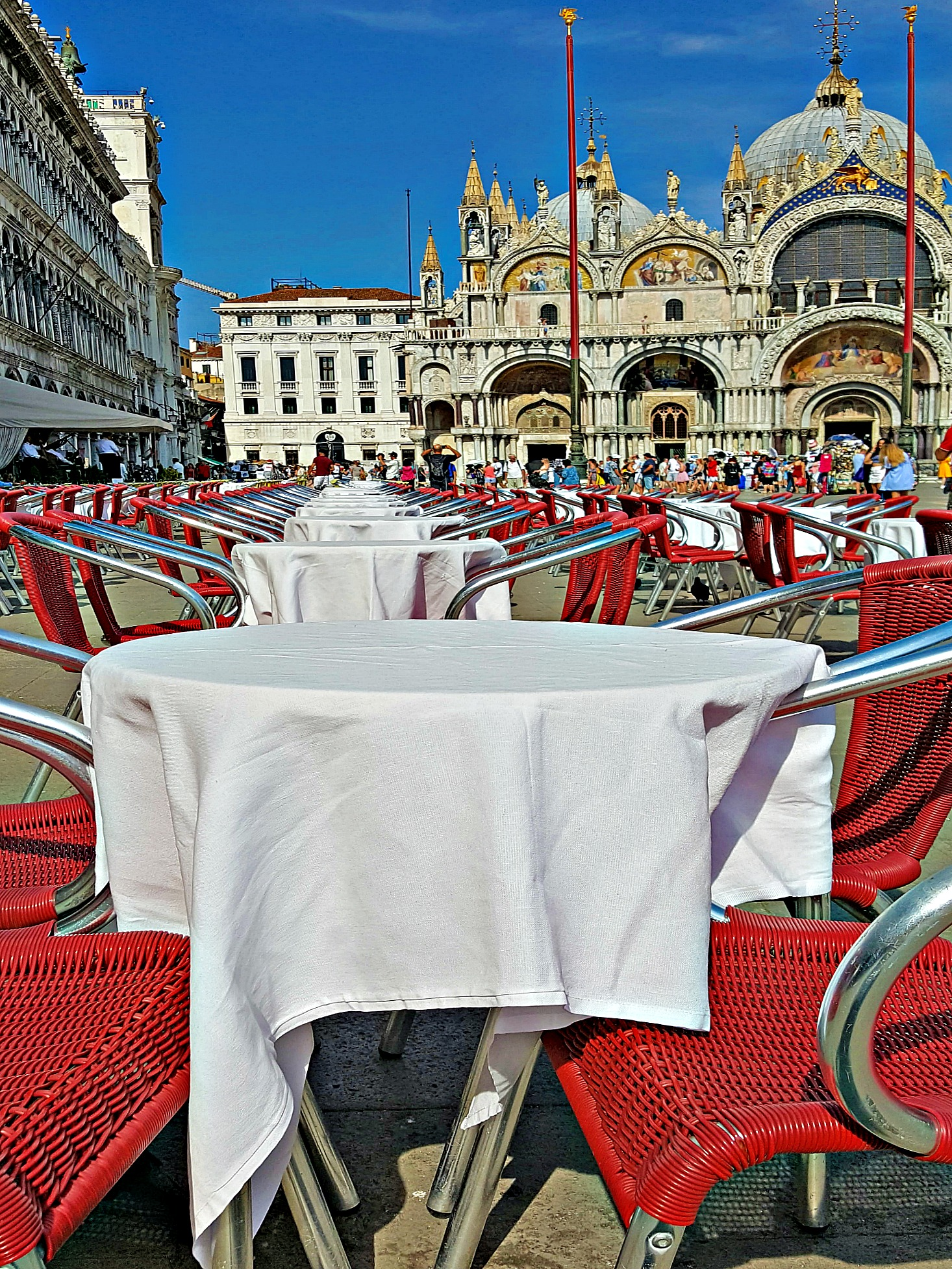 Piazza San Marco in Venice. - red and white tablecloths.