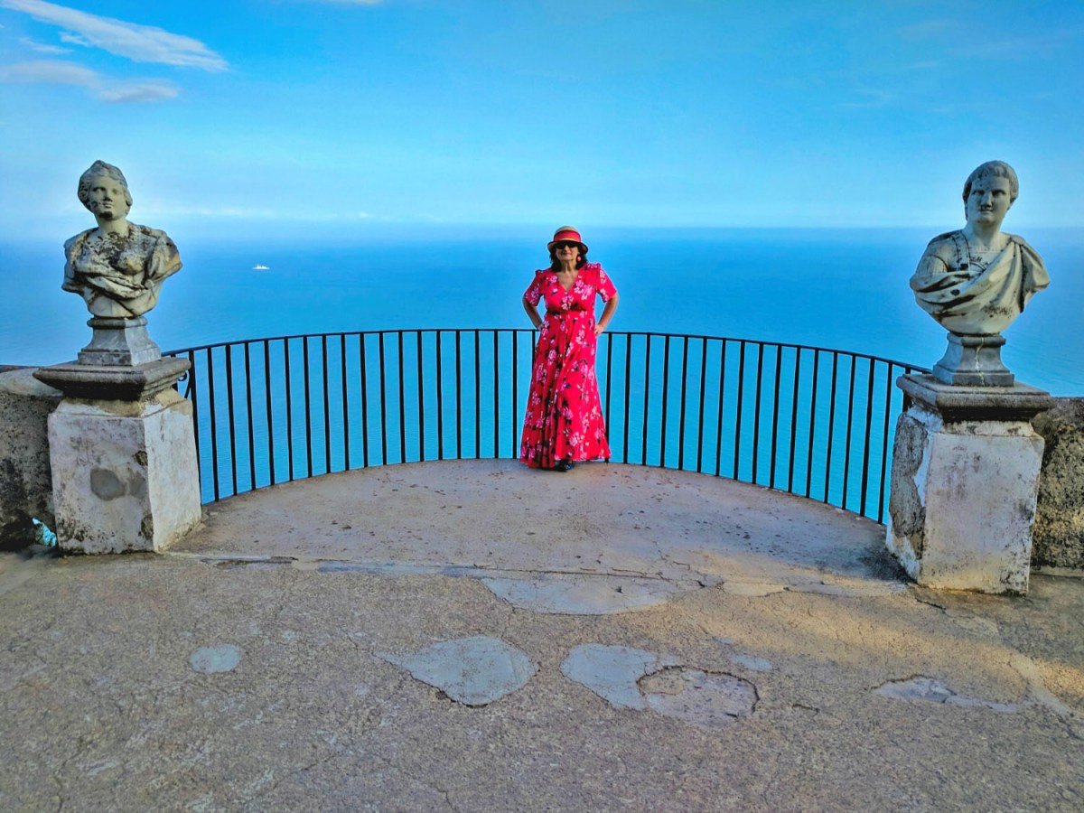 Stunning sea view with sculptures at Villa Cimbrone.