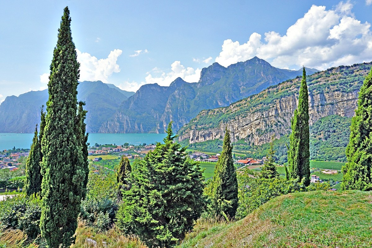 Famous sights in Italy include scenic Lake Garda