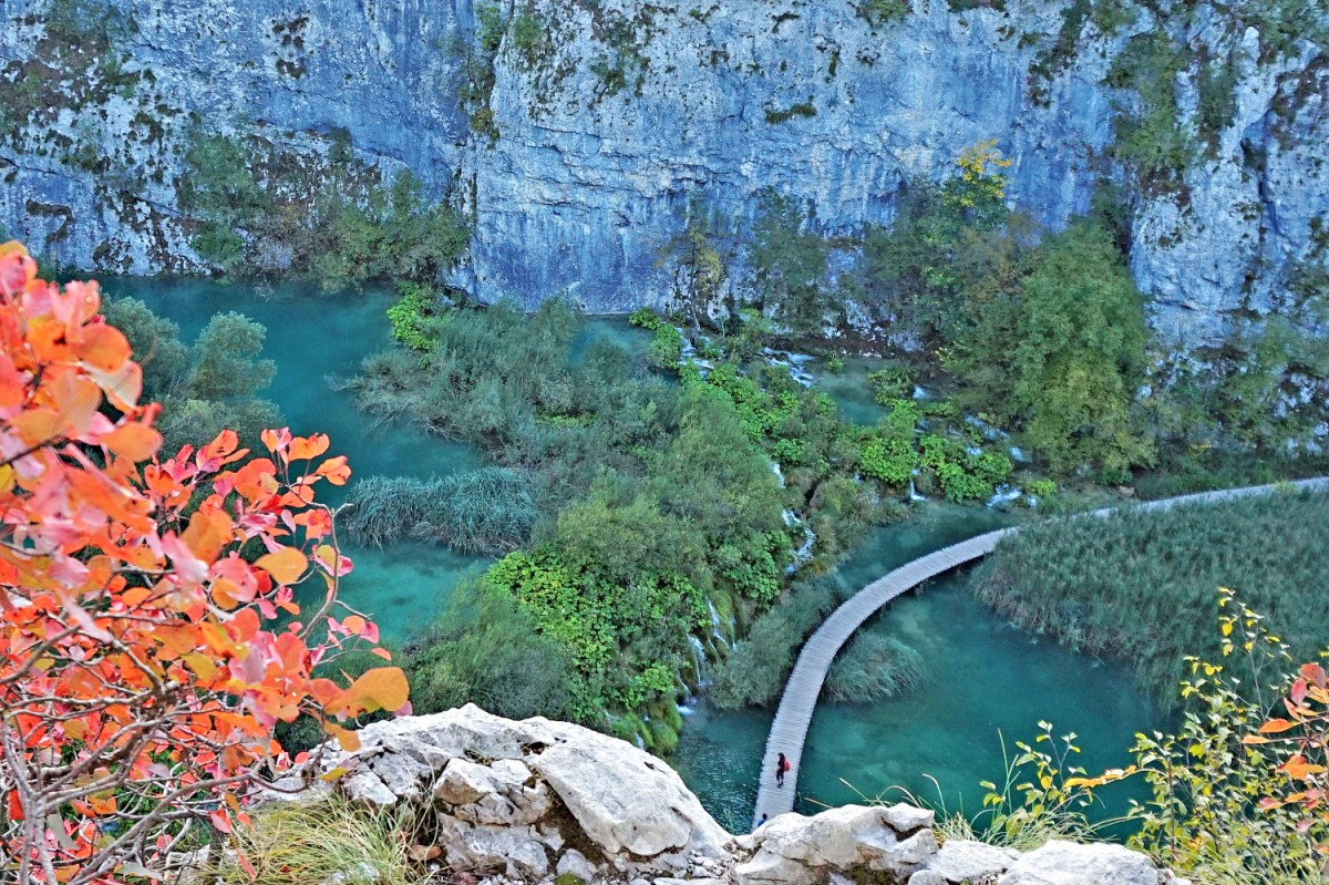 Main trail in Plitvice National Park. Looking down from the cliff.