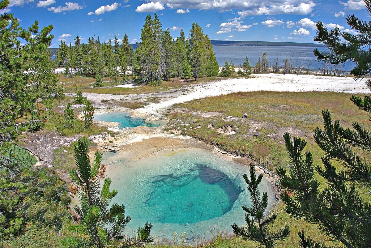 Yellowstone itinerary. West Thumb Geyser Basin.