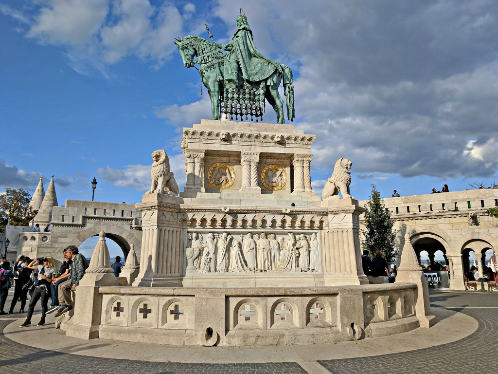 Budapest travel guide, St. Stephen's statue.