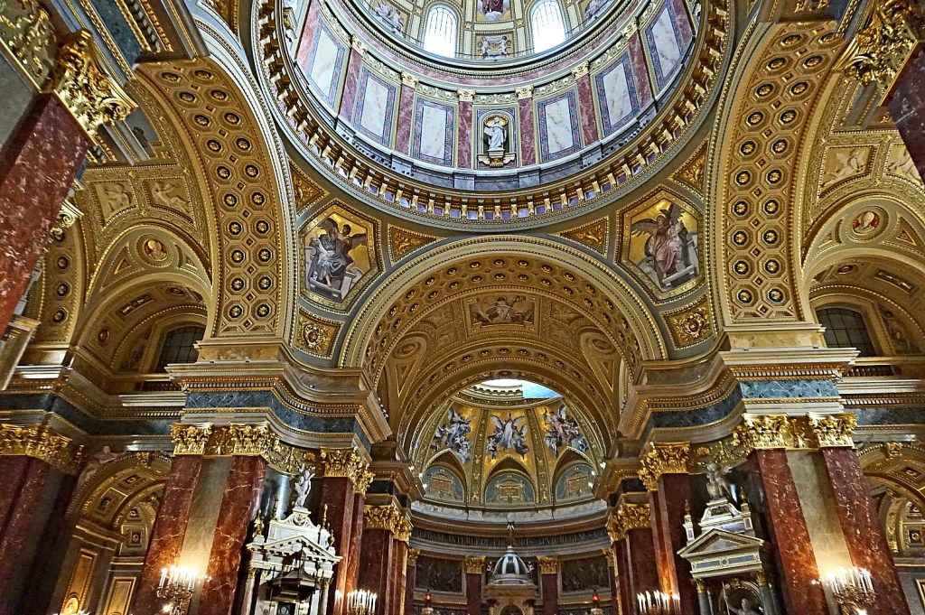 Budapest travel guide. St. Stephen's Basilica is the largest church in Budapest.