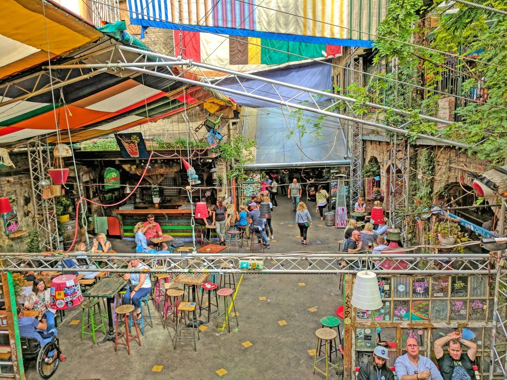 Budapest what to do. Visit ruin bar -Szimpla Kert and Kazinczy Street.