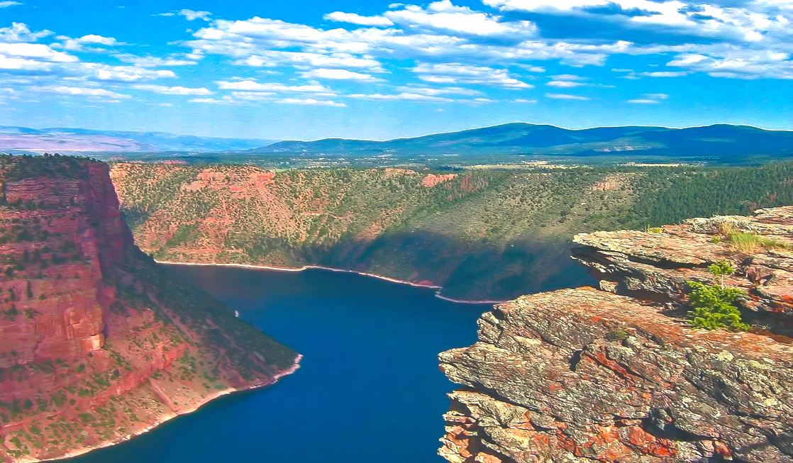 "Wait for the sunset to get to get a effect of ""flaming"" gorge. You can count on social distancing here."