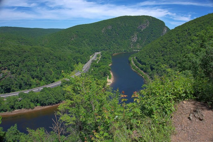 Hiking Mount Minsi in Delaware Water Gap,