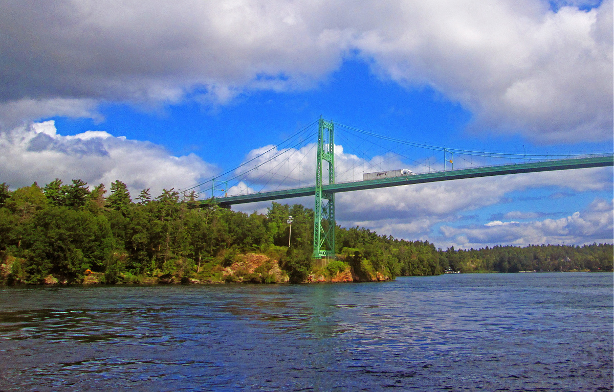 reasons-to-visit-1000-Islands-New-York-international-bridge