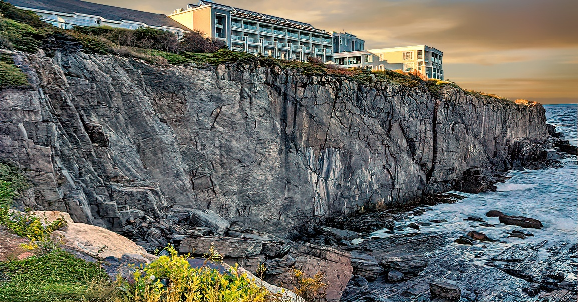 Cliff House Maine offer outstanding views and upscale facilities.