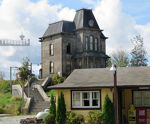 Bates motel set in aldergrove is spitting image of alfred for Norman bates house floor plan
