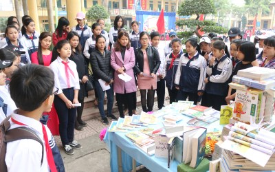 """Reading Day"" Promotes Reading Habit in Secondary Schoolers"