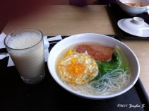 Once again ordering an Eastern breakfast in a Western-style Breakfast joint