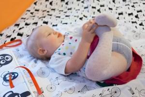 Kocyk kontrastowy Lundi - rozwijamy wzrok niemowląt