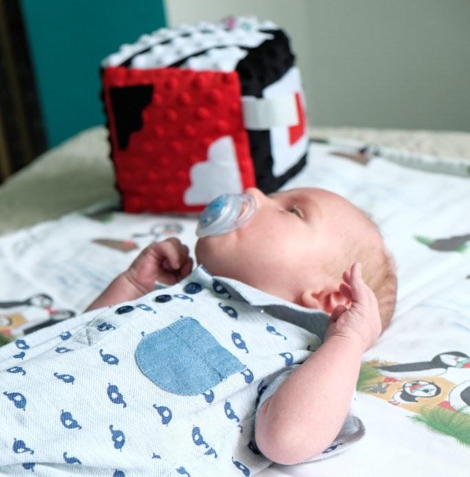 Kontrastowa Kostka Lundi dla niemowląt