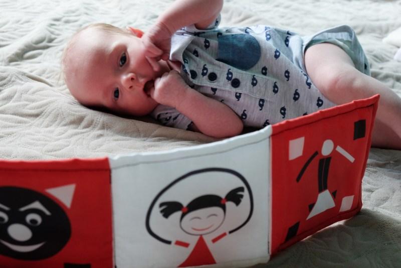 Kontrastowa książeczka dla niemowląta