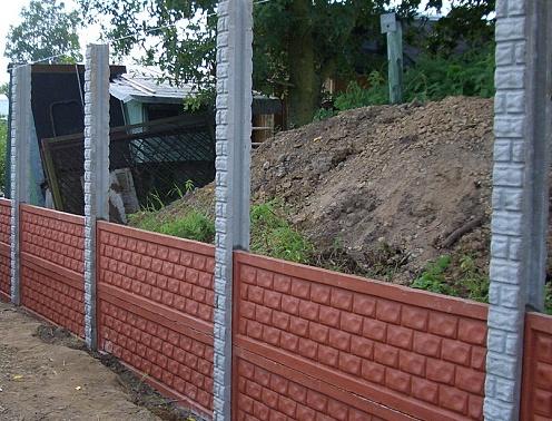 Забор с кирпичными столбами: комбинированные заборы из кирпича на ... | 378x496