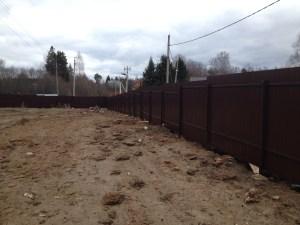 Фото отчет о строительстве забора из профнастила