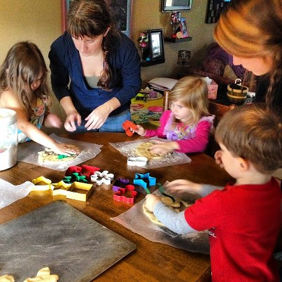 kids-making-christmas-cookies
