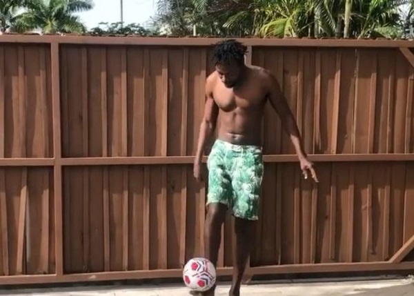 Ghanaian rapper Kwaw Kese thrills fans with amazing football skills