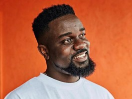 """How I respond when a lady asks me for money…"" – Sarkodie reveals"