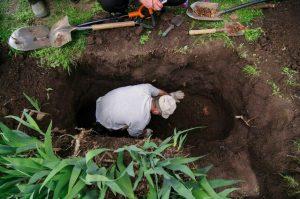 Makabryczne odkrycie na posesji byłego policjanta-Odkryto zwłoki 8 osób