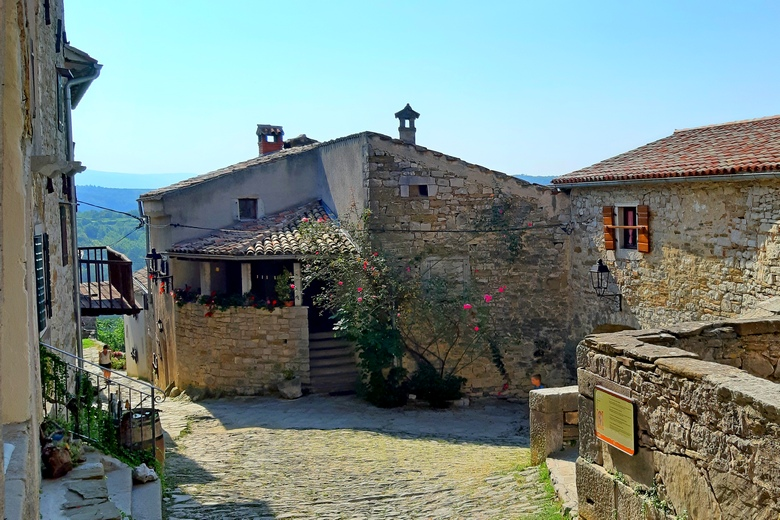 Hum, the smallest city, Istria county